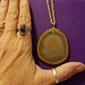 Jewelry - Tan agate necklace with raw edges